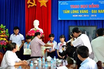 LĐLĐ tỉnh Bạc Liêu: Trao học bổng Tấm lòng vàng - Đại Nam cho 13 học sinh nghèo hiếu học