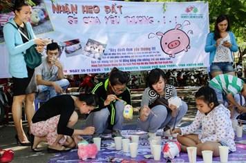 """Ngày hội """"Nhận heo đất – sẻ chia yêu thương"""" tại Khánh Hòa"""