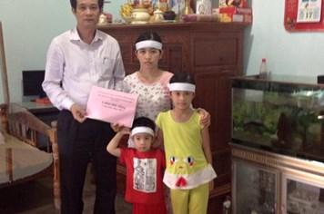 Quỹ Tấm Lòng Vàng Lao Động trao tiền hỗ trợ cho đoàn viên có hoàn cảnh khó khăn ở Quảng Trị