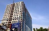 Mới tháo dỡ được 50 mét vuông sàn tầng tum tòa nhà 8B Lê Trực