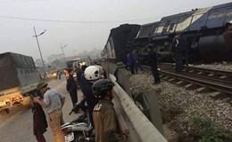 Tai nạn nghiêm trọng tàu hoả đấu đầu xe tải