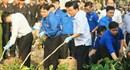 Bí thư Đinh La Thăng cùng người dân dọn rác Ngày chủ nhật bảo vệ môi trường