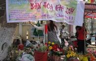 Sinh viên Đà Nẵng bán hoa 8.3 gây quỹ từ thiện
