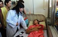 Bộ trưởng Y tế hứa sẽ tìm việc làm trong ngành y cho thiếu nữ bị cưa chân