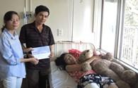 Quỹ tấm lòng vàng trao 5 triệu đồng cho gia đình nữ sinh bị cưa chân vì lỗi bác sĩ