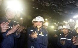 Chủ tịch Tổng LĐLĐ VN Bùi Văn Cường thị sát hầm mỏ Hà Lầm ở độ sâu âm 300 mét