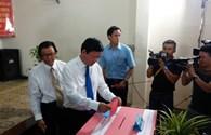 TPHCM: Bí thư Đinh La Thăng và phu nhân đi bầu tại phường 7, quận 3