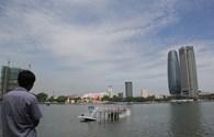 """Cận cảnh con tàu """"chui"""" lật trên sông Hàn"""