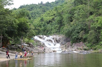 Yang Bay - cổ tích bên thác trời