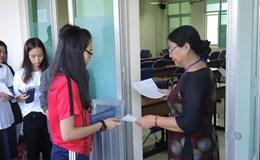TPHCM: Thí sinh gãy tay được hội đồng thi chép bài hộ
