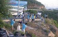 Khánh Hòa: Doanh nghiệp du lịch tình nguyện dọn vệ sinh dưới chân đèo Cù Hin