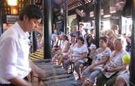 Hướng dẫn du lịch bằng 3 ngoại ngữ tại các điểm tham quan trong thành phố Nha Trang