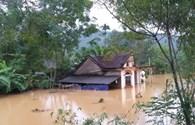 Hà Tĩnh: 1 người chết, 1 người mất tích, hàng ngàn ngôi nhà ngập lụt gần đến nóc