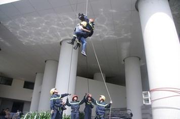 Người dân Nha Trang tham gia diễn tập chữa cháy và cứu nạn, cứu hộ tại khách sạn cao tầng