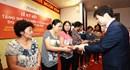 Hanwha Life Việt Nam tặng hơn 9.500 thẻ bảo hiểm y tế cho người nghèo