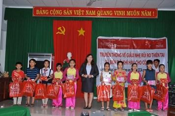 """Prudential triển khai chương trình truyền thông """"Giảm thiểu rủi ro thiên tai"""" tại Tiền Giang"""