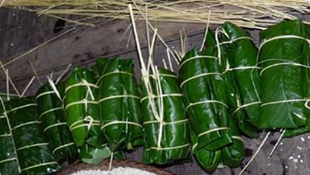 Độc đáo bánh chưng gù trong tết cổ truyền của người Dao đỏ