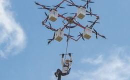 Ngoạn mục cú nhảy 300 mét từ thiết bị bay không người lái