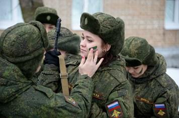 Vẻ đẹp nữ chiến sĩ Nga nhân ngày quốc tế phụ nữ