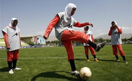 8 cầu thủ tuyển bóng đá nữ Iran là... nam