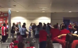 [Video] CĐV Real và Atletico đánh nhau túi bụi ở sân bay