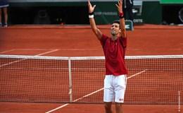Vòng 3 Pháp mở rộng: Nole vượt qua bóng tối