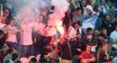 """CĐV Nga """"trêu ngươi"""" UEFA bằng pháo sáng"""