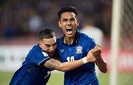 """""""Vừa đá vừa nghịch"""", Thái Lan vẫn thắng cách biệt Indonesia"""
