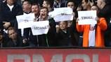 Hài hước: CĐV Tottenham khẩn khoản kêu gọi HLV Wenger tại vị