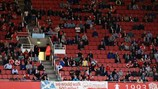 """CĐV đòi sa thải Wenger, tẩy chay biến Emirates thành """"chùa Bà Đanh"""""""