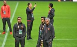 Mourinho thề mang về danh hiệu cho Manchester sau thảm họa khủng bố