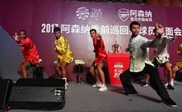 Sao Arsenal múa kung fu tại Trung Quốc