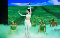 Thí sinh Bước nhảy hoàn vũ tặng quà phụ nữ bằng những điệu nhảy