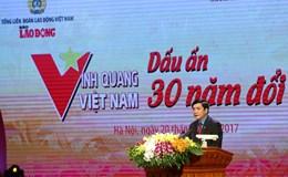 """Chủ tịch TLĐLĐVN vinh danh 30 tập thể, cá nhân tại Chương trình """"Vinh quang Việt Nam - Dấu ấn 30 đổi mới"""""""