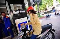 Xem xét lại quy định xử phạt gọi điện thoại ở cây xăng