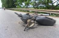 Bị ôtô tông phải khi băng qua đường