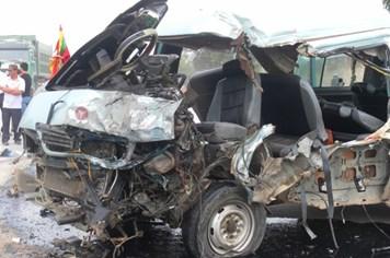 Xe tải tông xe khách, 1 người chết, 4 người bị thương