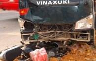 Xe tải tông xe máy, 2 người nhập viện