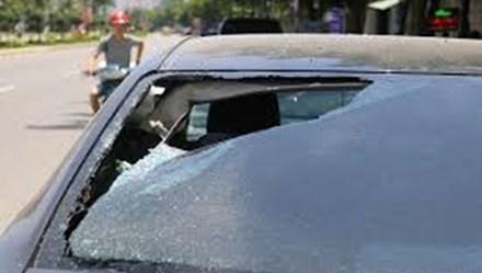 """Nhân chuyện 9 đứa trẻ đập xe chỉ vì muốn """"chơi ngông"""""""