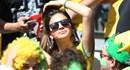 Đội nhà gian nguy, người yêu Neymar vẫn gợi cảm trên khán đài