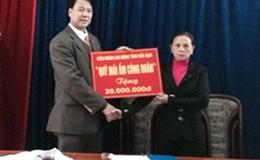 LĐLĐ tỉnh Bắc Kạn: Trao tiền hỗ trợ xây dựng nhà ở cho đoàn viên có hoàn cảnh khó khăn
