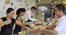CĐ Khách sạn Marriott Hanoi: Ban giám đốc phục vụ bữa ăn và rửa xe cho nhân viên