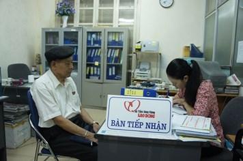 Cụ già 85 tuổi ủng hộ lương hưu và tiền thương tật tới các chiến sỹ bảo vệ Hoàng Sa