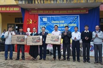 Quỹ TLV Lao Động – Nhóm Mai Vàng: Trao quà gần 200 triệu đồng thắp sáng vùng cao Chiềng Nơi