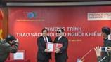 VOV-Prudential tặng 900 ấn phẩm sách nói cho Hội Người mù Việt Nam