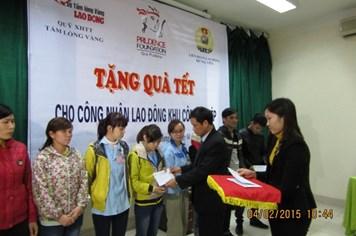 Trao quà Tết Prudential Việt Nam tài trợ tới CNLĐ tỉnh Hưng Yên