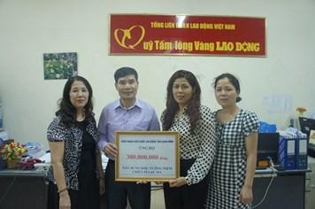 """""""Góp một viên gạch xây dựng Khu Tưởng niệm chiến sĩ Gạc Ma"""": CNVCLĐ tỉnh Ninh Bình ủng hộ 300 triệu đồng"""