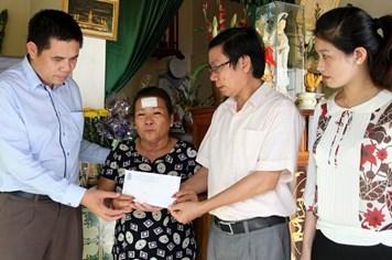 Quỹ Tấm lòng vàng Lao Động trao 50 triệu đồng tới mẹ liệt sĩ Gạc Ma