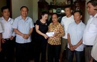 Trao 30 triệu đồng cho thân nhân liệt sỹ Gạc Ma tại Hà Tĩnh