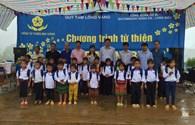 Quỹ Tấm lòng vàng và Mai Vàng tiếp sức trẻ em nghèo Sá Tổng